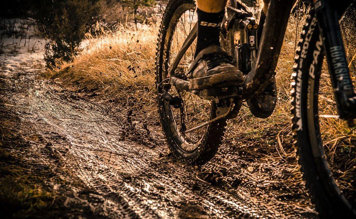 consejos-para-montar-en-bici-con-barro